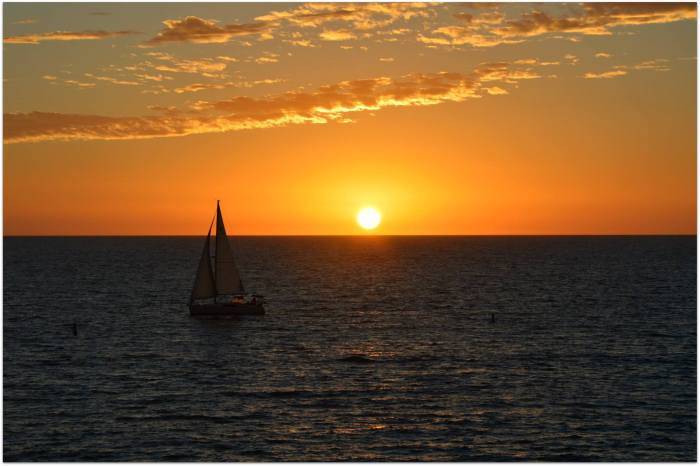 sun-and-boat